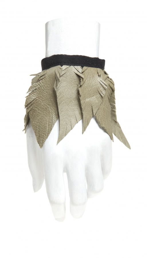 Pitour: Armband mit Lederfedern | bracelet with leather feathers